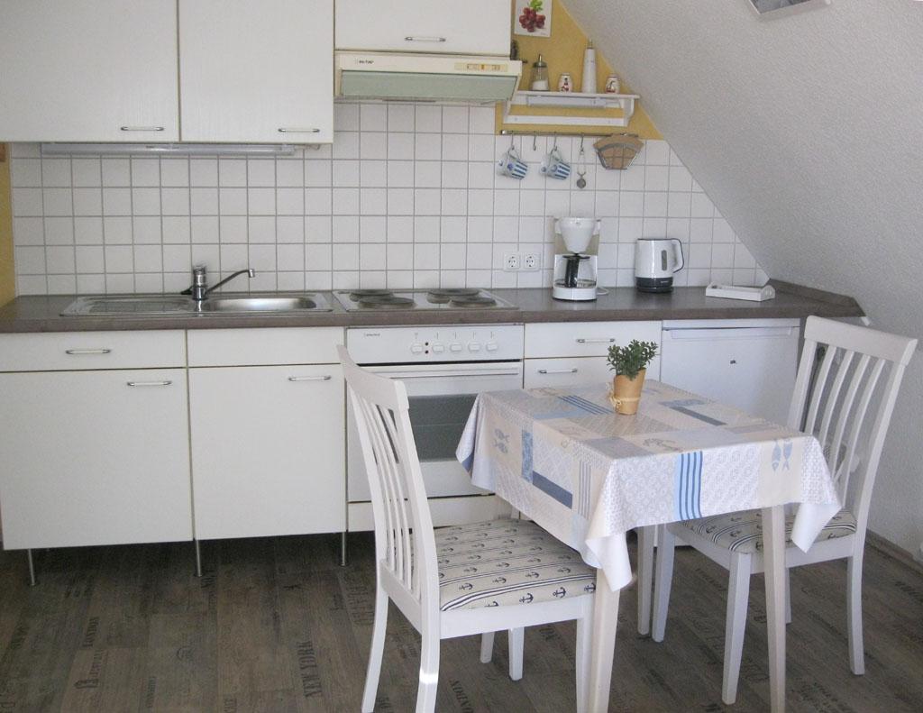 kleiner esstisch mit 2 sthlen interesting polsterung. Black Bedroom Furniture Sets. Home Design Ideas